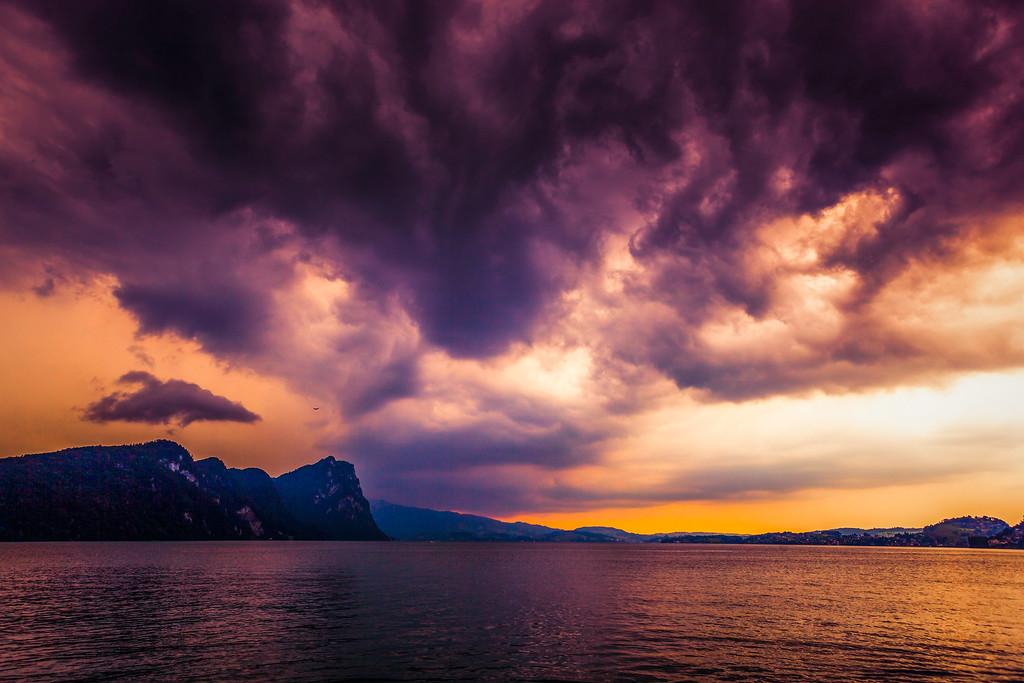 瑞士卢塞恩(Lucerne),透过层云
