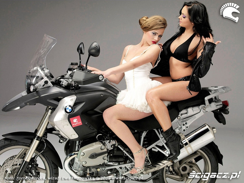 BMW R1200GS 2008 ...and another pose by the girls :-) www.scigacz.pl