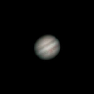 Jupiter 15.2.2014 Olomouc cca. 2:00 SEČ, SkyWatcher 130/650, Barlow 3x, MS Lifecam Studio, stack cca 800 snímků. Příšerný seeing letošní zimy vytrvale pokračuje, takže je to celkově tragédie, ale Rudá skvrna tam vylezla překvapivě výrazně.