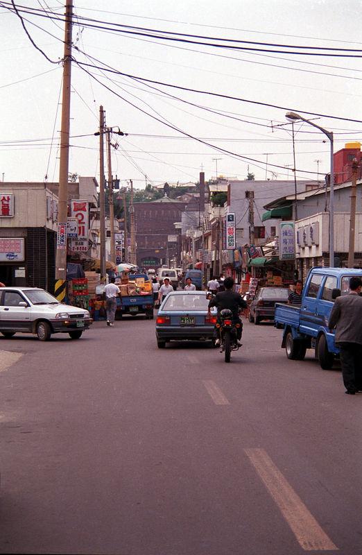 1992 06 02 - Downtown Kunsan 01.jpg