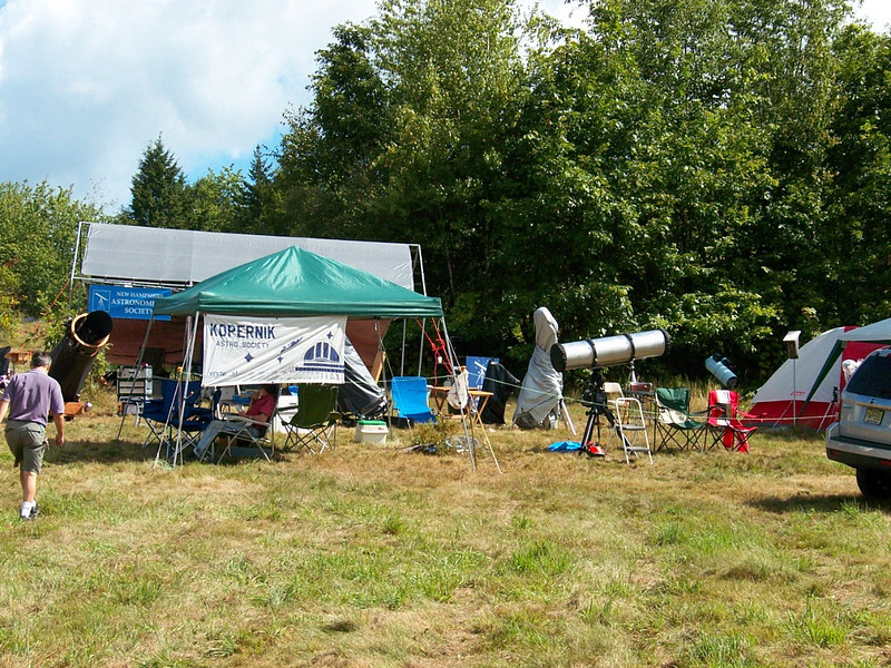 Observers setup for a New Hampshire Astronomy club.