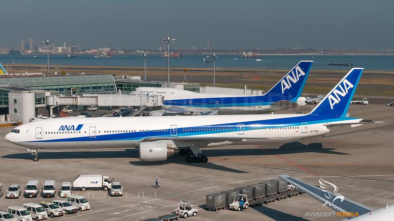 ANA - All Nippon Airways Boeing B777-300 JA756A