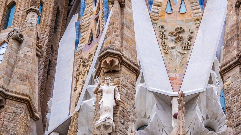 0265 Gaudi Sagrada Familia 16x9.jpg