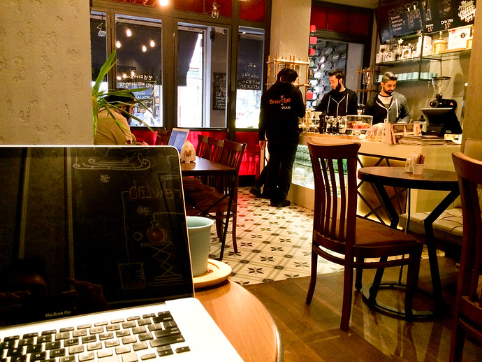 laptop cafe