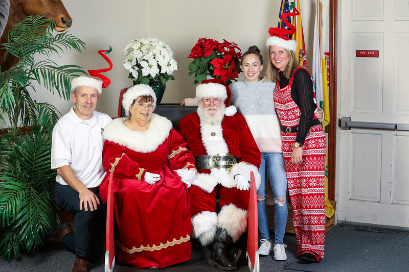 TBTP 2019 Photos with Santa-128.JPG