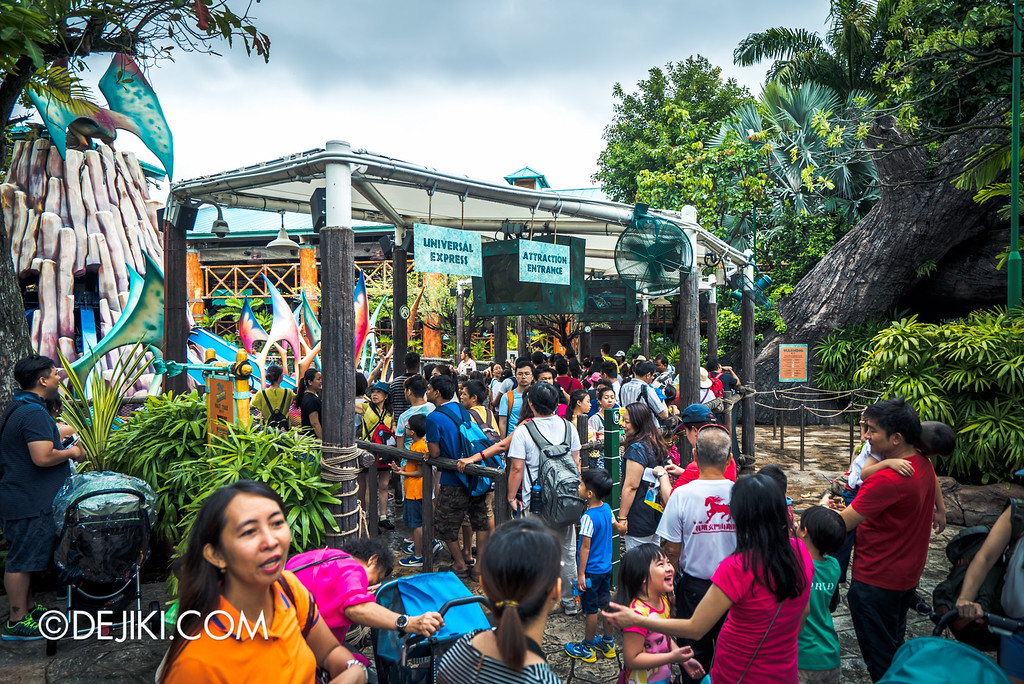 Universal Studios Singapore - Park Update May 2016 / Jurassic Park Dino-Soarin' queue crowd