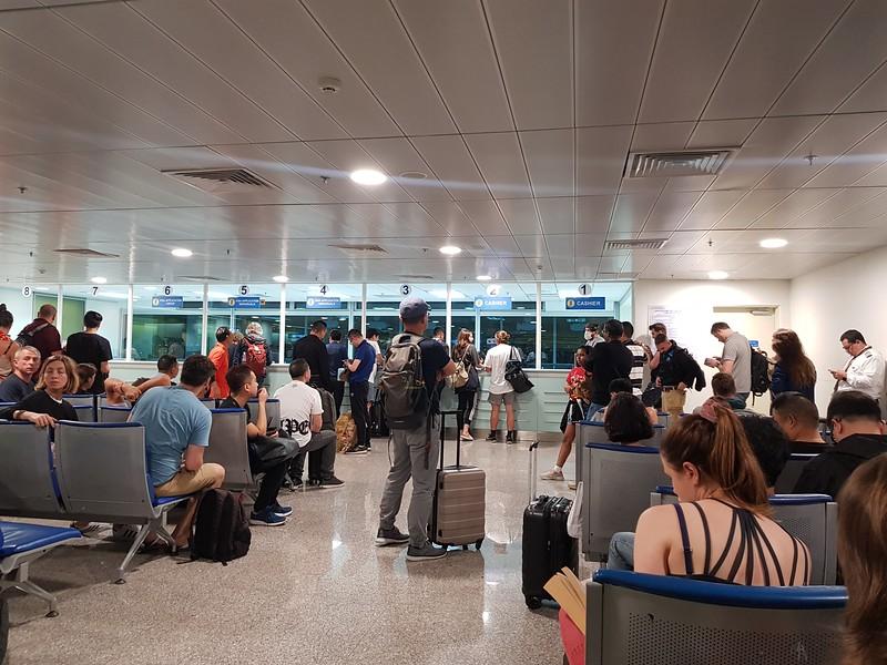 20190102_180037-visa-crowd.jpg
