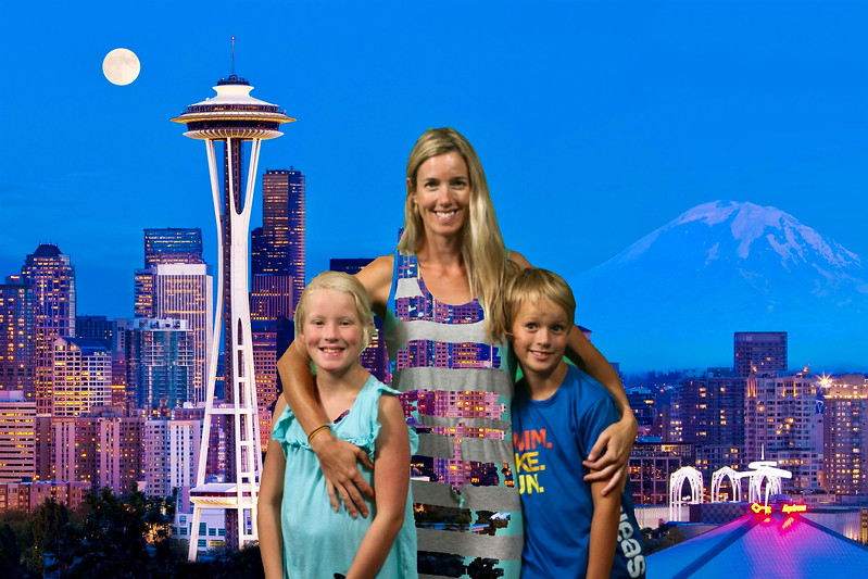 Last day of summer break, the kids wanted to visit the Space Needle. Next time I am going to wear all green so I can be part of the fake background!