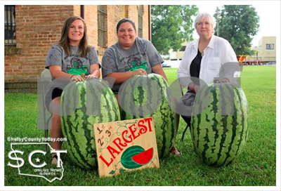 texassized-melons-weighing-over-100-pounds-win-prize-money-in-contest