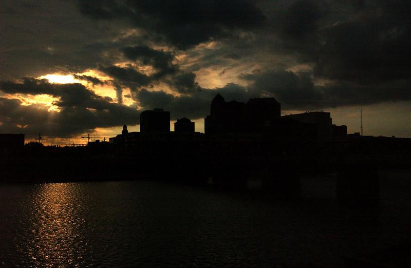 clip-015-city_skyline-dsm-15sep05-8220.jpg