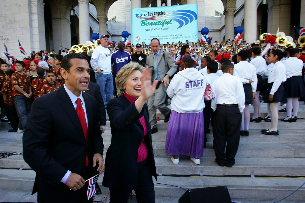 . U.S. Presidential Candidate Sen. Hillary Clinton (D-NY) and Los Angeles Mayor Antonio Villaraigosa (L) attend the Great American Cleanup\'s National Kick-Off at Los Angeles City Hall on February 3, 2007 in Los Angeles, California.   (Photo by David McNew/Getty Images)
