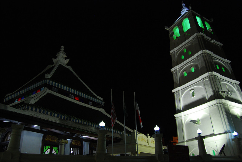 Kampung Kling Mosque at night.jpg