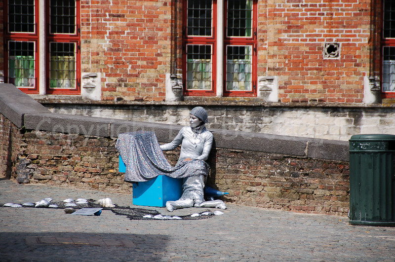 A Mermaid, captured near the Fish Market (Vismarkt) ;-) on the bridge leading to the Blinde Ezelstraat.