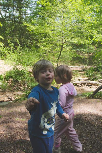 lyo hike kids (1 of 1)-13.jpg