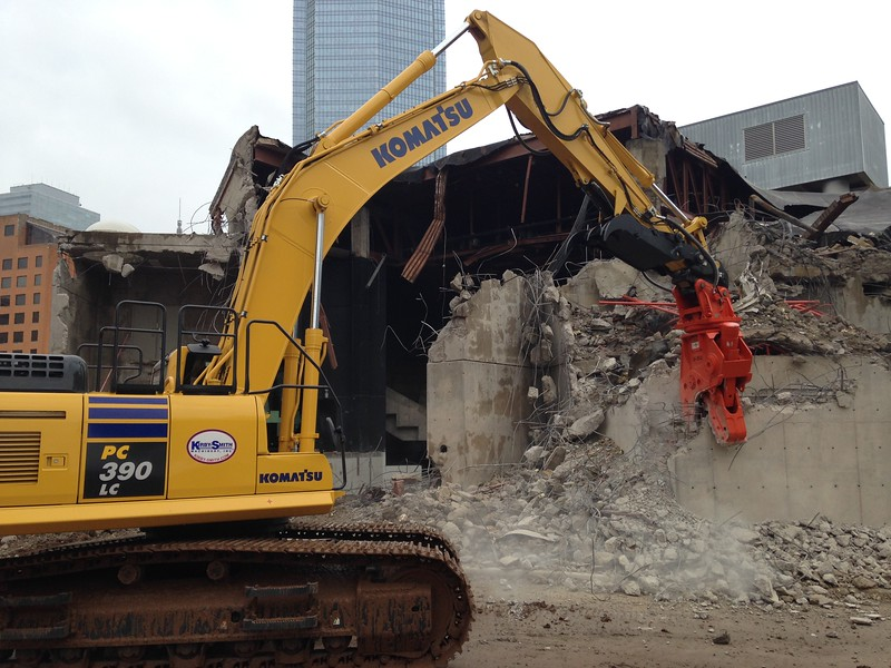 NPK U31JR concrete pulverizer on Komatsu excavator-commercial demolition (15).JPG