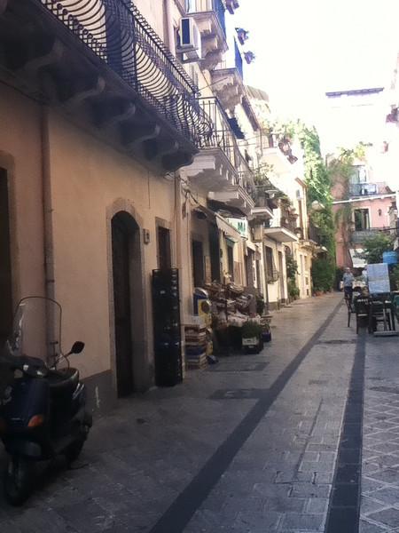 20110812-Ginka-Sicily-20110812--IMG_1108--0236.jpg