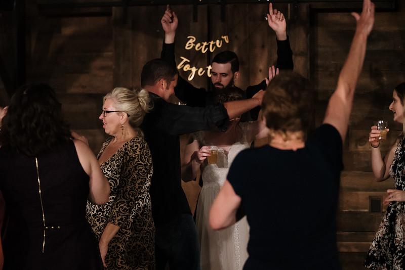 rustic_ohio__fall_barn_wedding-475.jpg