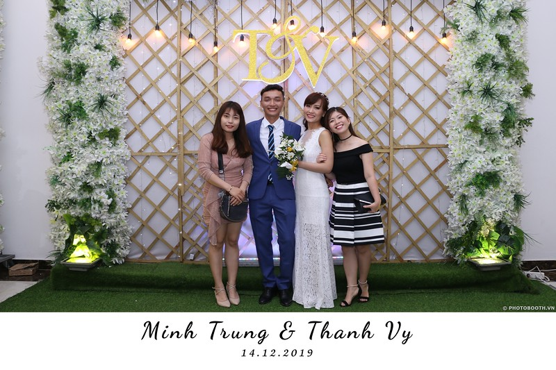 Trung-Vy-wedding-instant-print-photo-booth-Chup-anh-in-hinh-lay-lien-Tiec-cuoi-WefieBox-Photobooth-Vietnam-108.jpg