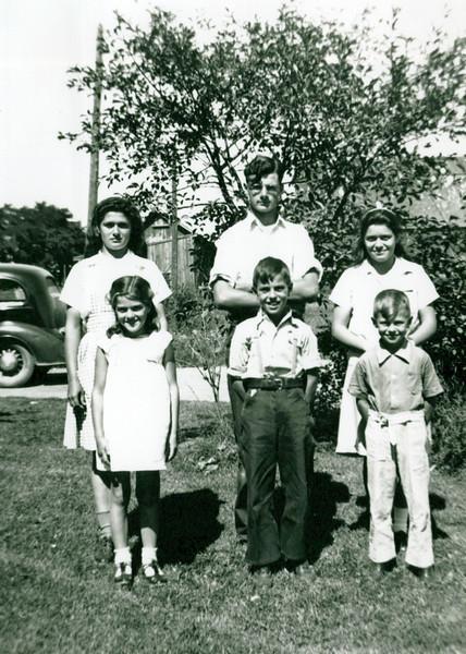 1940s Eileen, Donald, Wilma, Lula Lloyd and Marvin Konyha.jpeg