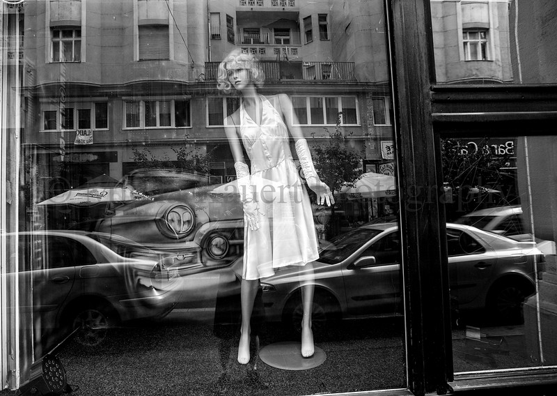 Shop window maniquin_.jpg