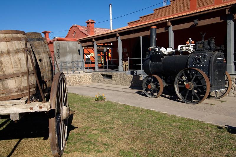 Locomotora y carro antiguos en Museo, San Juan, Argentina