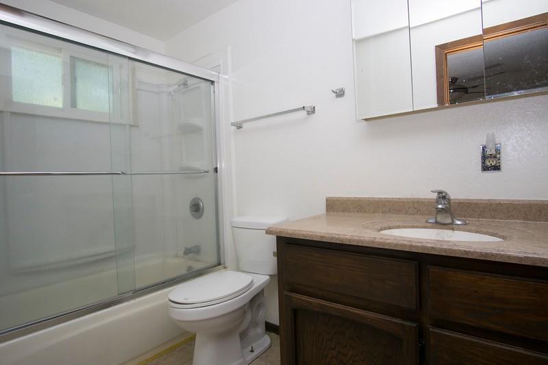 inlaw bathroom 1.jpg