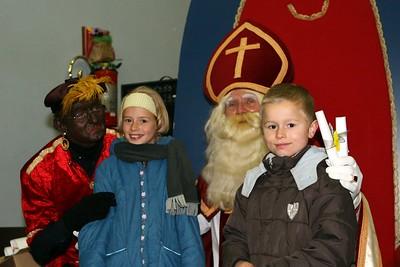 Lichtstoet en Sinterklaas 2007 - Kinderen bij de Sint