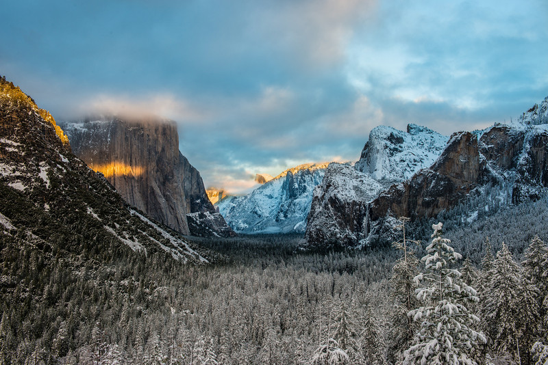 A slightly wider view of the Yosemite valley view sunset. I liked how you get more trees in this but mostly I loved the glow on the rocks on the left!