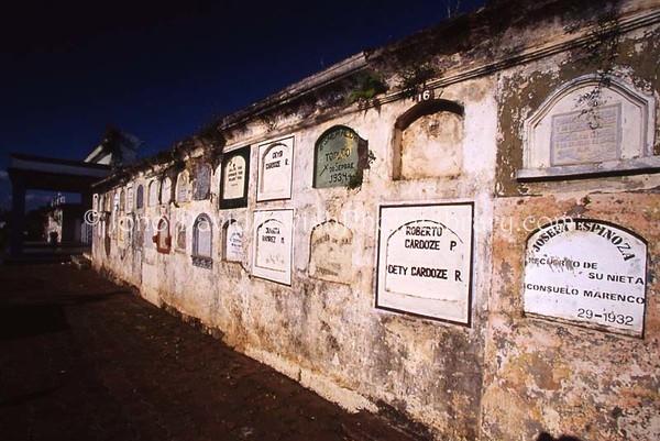 NICARAGUA, Masaya. Cementerio Central de Masaya. (2008)