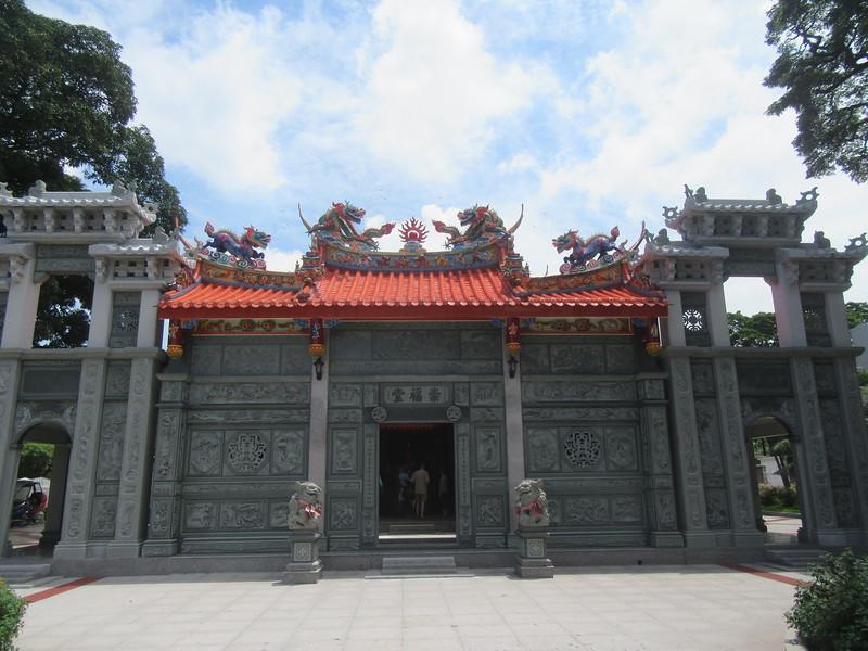 028_Manila. Chinese Cemetery. Chinese Temple.JPG