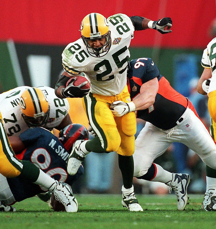 . Green Bay Packers running back Dorsey Levens runs for a gain in the first half of Super Bowl XXXII against the Denver Broncos at Qualcomm Stadium in San Diego.