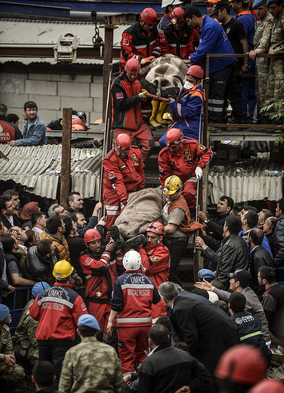 . Rescuers carry out a dead miner on May 14, 2014 after an explosion and fire in a coal mine in the western Turkish province of Manisa killed at least 201 people and hundreds remain trapped underground. AFP PHOTO/BULENT  KILIC/AFP/Getty Images