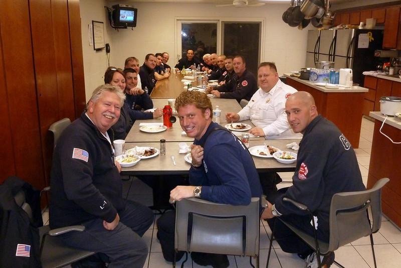 Christmas dinner 12-20-2011.jpg