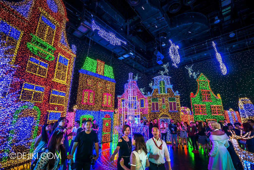Universal Studios Singapore - Santa's All-Star Christmas 2016 / The Universal Journey - Herald's Square 2