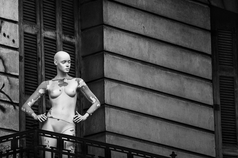 NAKED_MANNEQUIN_ON_BALCONEY2_ATHENS_2018.jpg