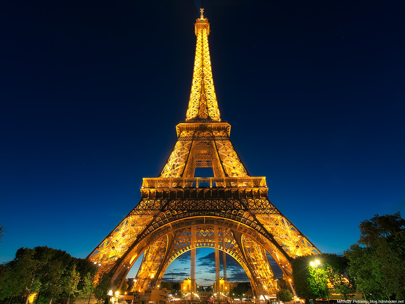 Blue-hour-at-the-Eiffel-tower-1600-1200.jpg