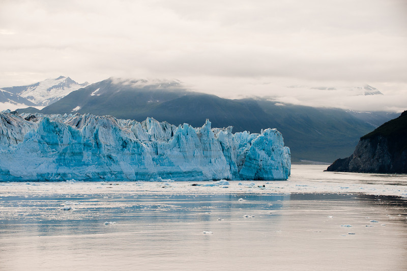 Right face of the glacier.