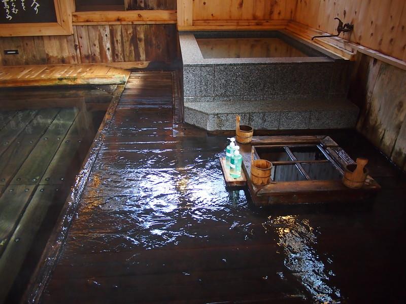 P9307832-cleaning-bath.JPG