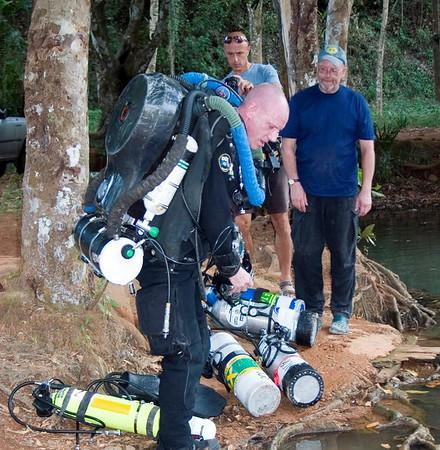 Sra Keow III expedition (-240m) Thailand. Nov 06