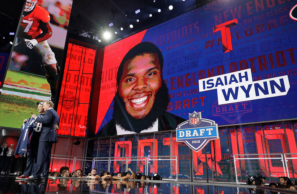 . Commissioner Roger Goodell poses with a fan after the New England Patriots selected Georgia\'s Isaiah Wynn during the first round of the NFL football draft, Thursday, April 26, 2018, in Arlington, Texas. (AP Photo/David J. Phillip)