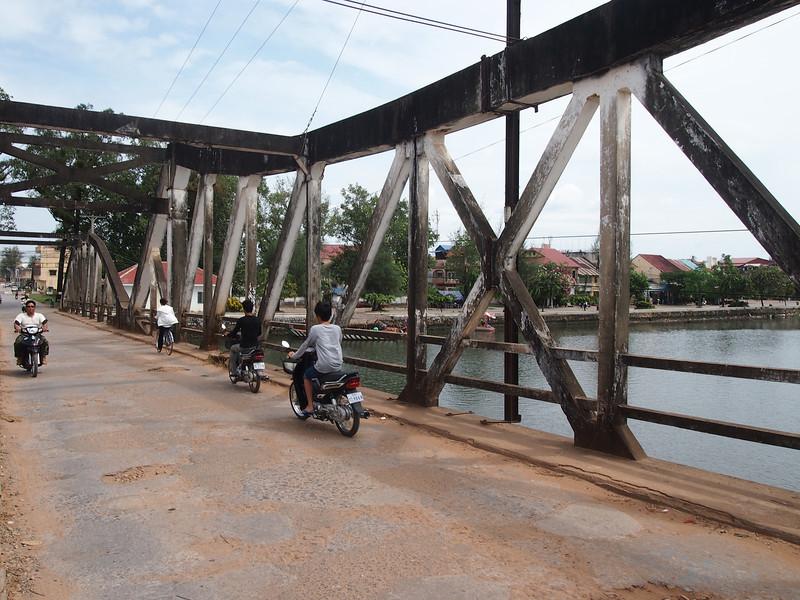 PB153707-old-bridge.JPG