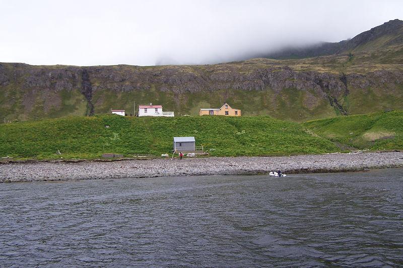 Fjöruhús fremst, gufubað, Stígshús og Frímannshús