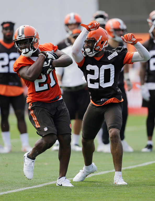 . Cleveland Browns running back Matt Dayes (27) avoids defensive back Briean Boddy-Calhoun (20) during practice at the NFL football team\'s training camp facility, Thursday, July 27, 2017, in Berea, Ohio. (AP Photo/Tony Dejak)