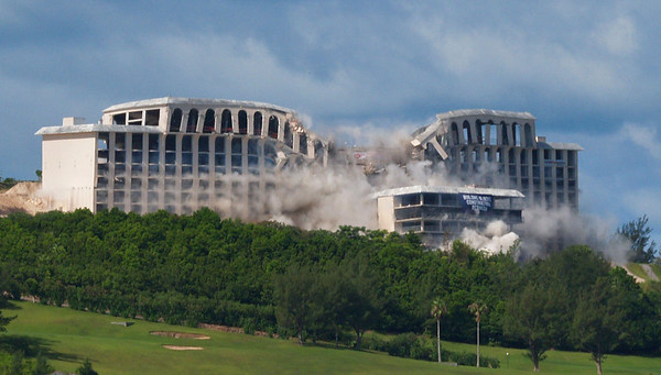 Hotel Implosion old Holiday Inn, Loews, Club med