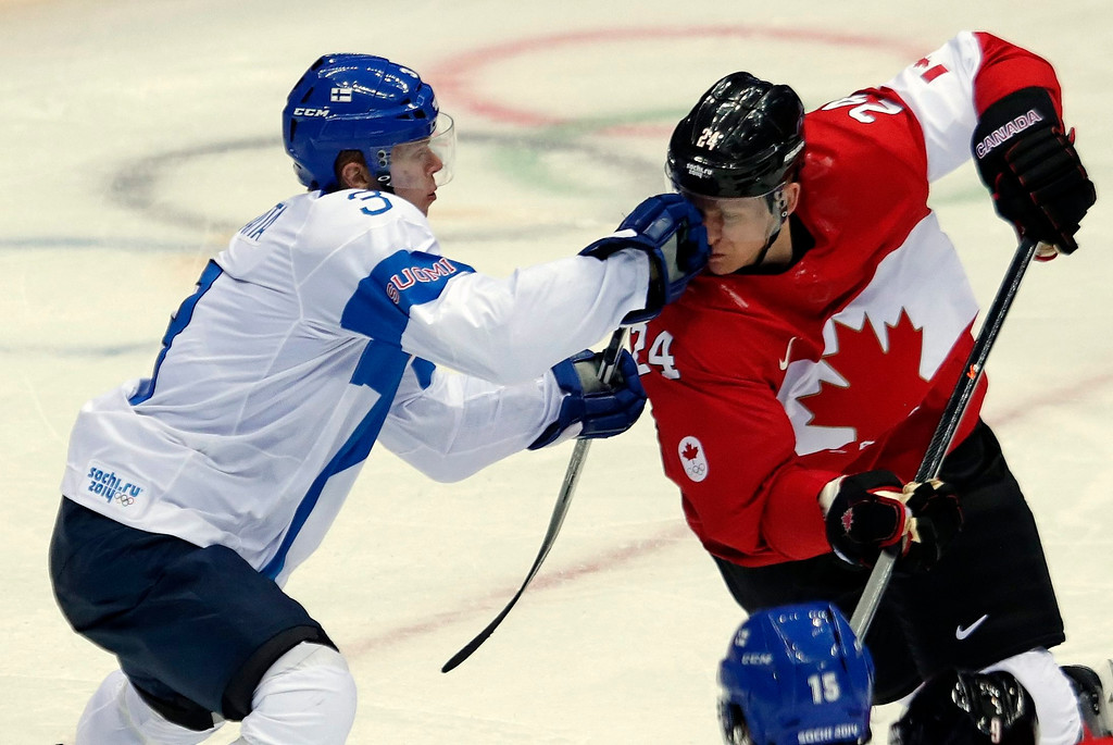 . Corey Perry (R) of Canada fights for the puck with Finland player Olli Maatta (L) during the Men\'s Preliminary Round Group B match between Canada ad Finland at the Bolshoy Ice Dome in the Ice Hockey tournament at the Sochi 2014 Olympic Games in Sochi, Russia, on Feb. 16, 2014.  EPA/ANATOLY MALTSEV