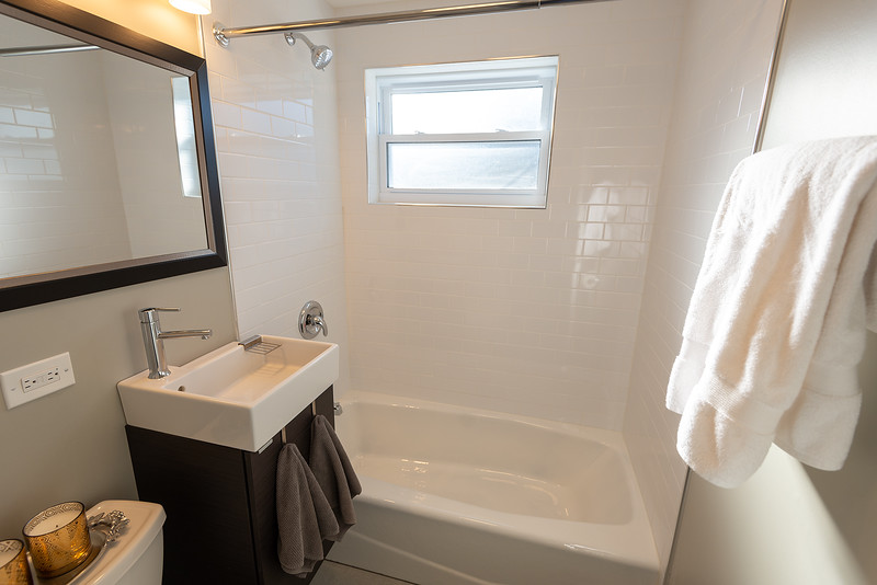 Upstairs Bathroom 1.jpg