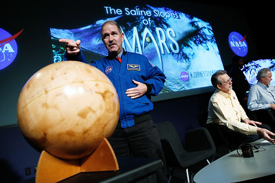 NASA: Evidence of liquid water found on Mars