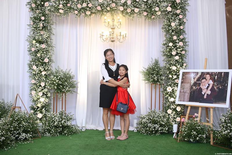 Vy-Cuong-wedding-instant-print-photo-booth-in-Bien-Hoa-Chup-hinh-lay-lien-Tiec-cuoi-tai-Bien-Hoa-WefieBox-Photobooth-Vietnam-067.jpg
