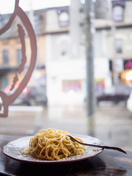 Spaghetti Aglio Olio at window.jpg