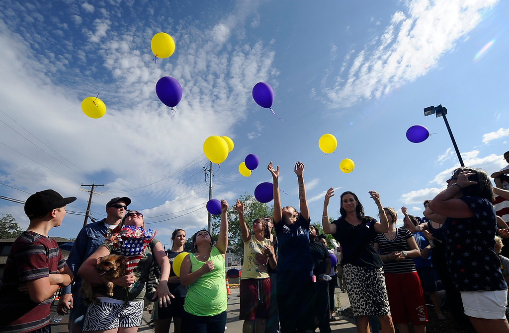 . Prescott residents release balloons into the sky in memory of the firefighters after the procession of hearses carrying the remains of the 19 members of the Granite Mountain Hotshots firefighting team, who were killed fighting the Yarnell Fire, pass by their fire station in Prescott, Arizona July 7, 2013. A solemn procession of 19 white hearses carrying the remains of firefighters killed battling an Arizona wildfire left Phoenix accompanied by police motorcycle outriders on Sunday on a final journey passing through the crew\'s hometown. REUTERS/Gene Blevins